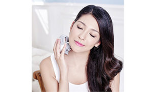 Electric Scalp Massager Waterproof Handheld Shampoo Brush Silicone Vibrating Head Kneading Massage-Silver